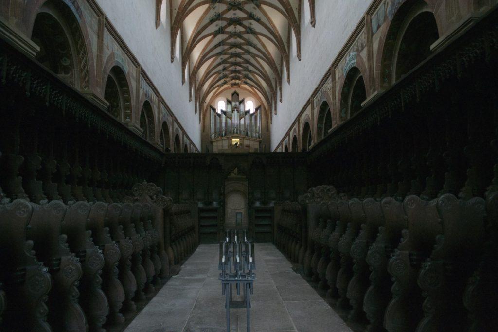 Chorgestühl mit Barriere zum allgemeinen Altarraum